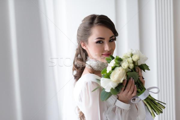Foto stock: Elegante · sorridente · noiva · buquê · de · casamento · menina · casamento