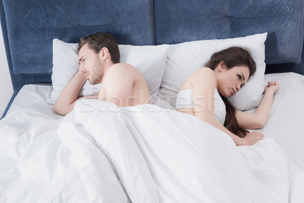 Para bed argument depresji patrząc inny Zdjęcia stock © LightFieldStudios
