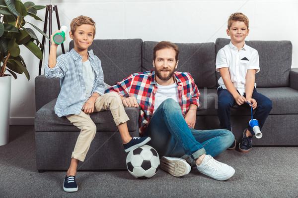 家族 を見て サッカー 一致 ホーム 父 ストックフォト © LightFieldStudios