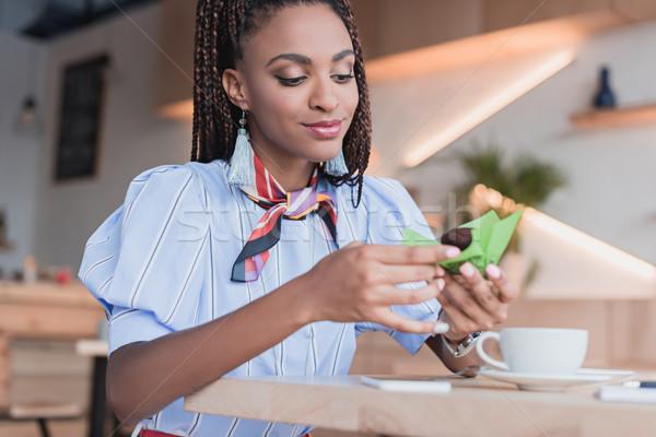 Afro-amerikaanse vrouw eten muffin cafe jonge Stockfoto © LightFieldStudios