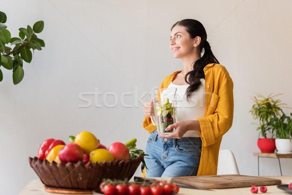Vrouw glas jar vers voedsel portret glimlachende vrouw Stockfoto © LightFieldStudios
