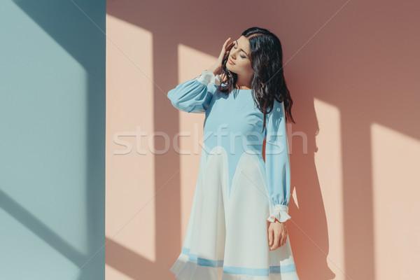 Mujer de moda turquesa vestido hermosa morena Foto stock © LightFieldStudios