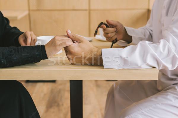 Musulmanes Pareja tomados de las manos tiro amor religión Foto stock © LightFieldStudios