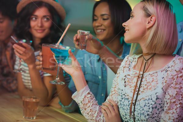 Multiculturele vrouwen partij selectieve aandacht jonge vrouwen samen Stockfoto © LightFieldStudios