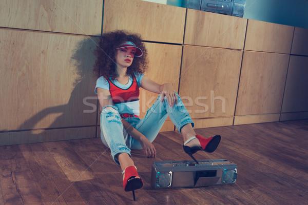 ファッショナブル 女性 座って 階 赤 キャップ ストックフォト © LightFieldStudios