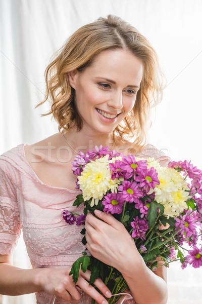 Mujer ramo jóvenes mujer hermosa frescos Foto stock © LightFieldStudios