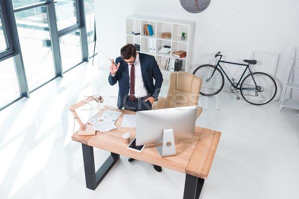 üzletember dolgozik asztali számítógép magasról fotózva kilátás iroda Stock fotó © LightFieldStudios