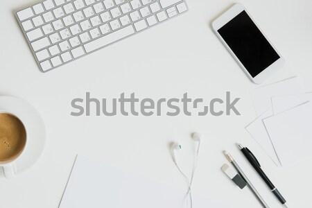 Felső kilátás billentyűzet irodaszerek okostelefon asztal Stock fotó © LightFieldStudios