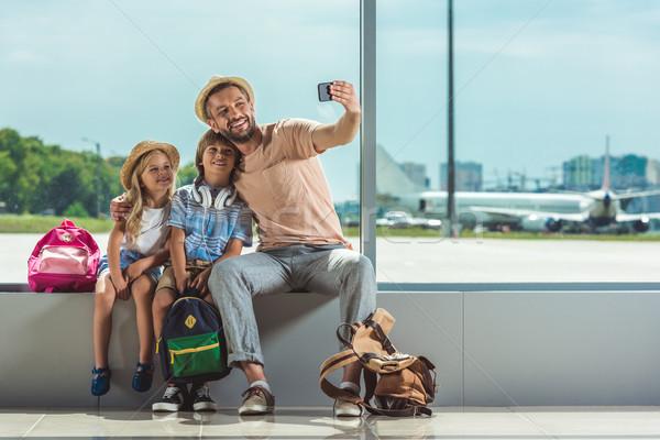 ストックフォト: 家族 · 空港 · 笑みを浮かべて · 父 · 子供