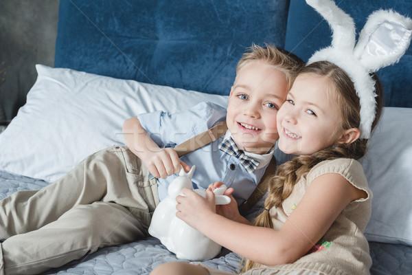 Broers en zussen Pasen cute glimlachend bed decoratief Stockfoto © LightFieldStudios