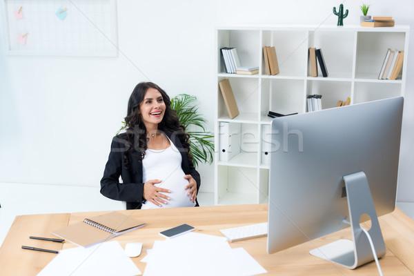 Terhes üzletasszony megérint pocak munkahely iroda Stock fotó © LightFieldStudios
