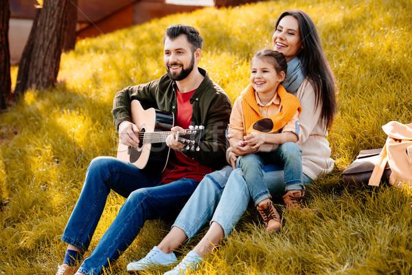 Famille séance herbeux colline fille détente Photo stock © LightFieldStudios