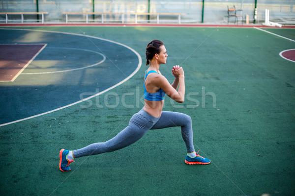 Mujer formación estadio vista lateral Foto stock © LightFieldStudios