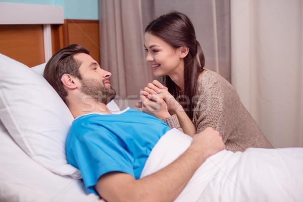 Man vrouw ziekenhuis jonge vrouw ziek Stockfoto © LightFieldStudios