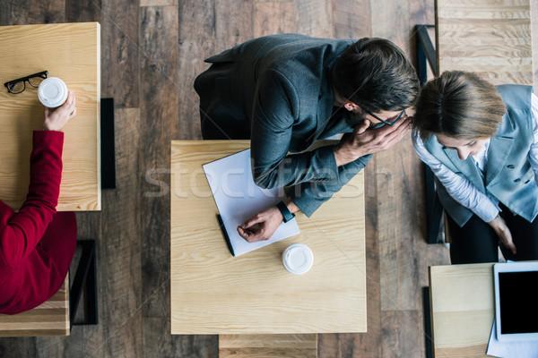 üzletemberek pletykál kávézó felső kilátás üzlet Stock fotó © LightFieldStudios