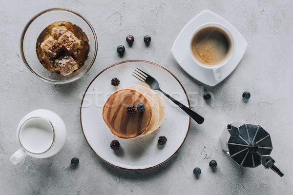 Topo ver doce saboroso panquecas café Foto stock © LightFieldStudios