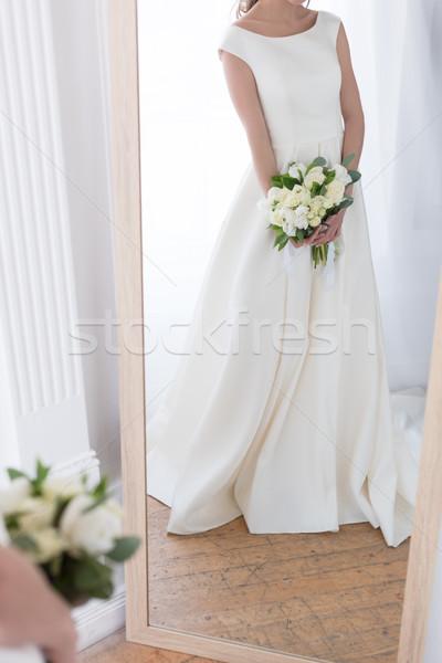 Vista reflexión novia tradicional vestido ramo de la boda Foto stock © LightFieldStudios