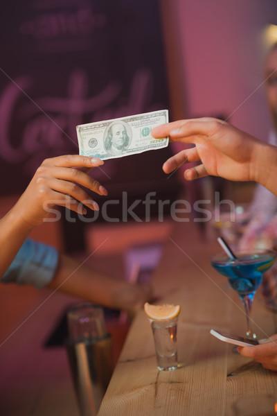 Stock fotó: Férfi · fizet · csapos · koktélok · kilátás · bár