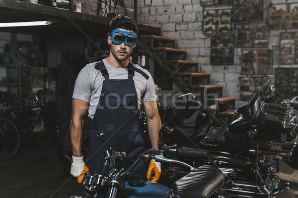 Szerelő védőszemüveg motorkerékpár fiatal jóképű körkörös Stock fotó © LightFieldStudios