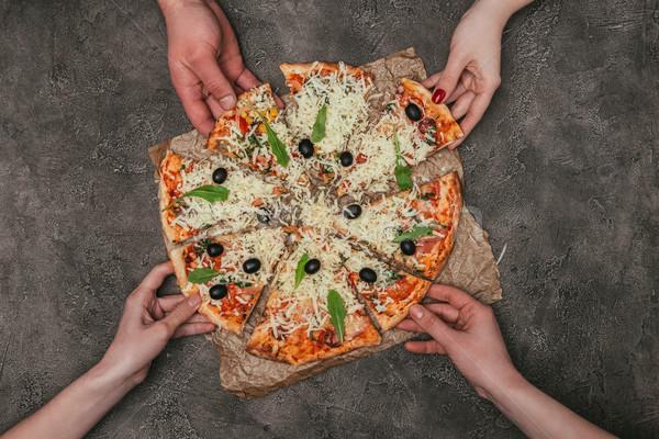 Ver pessoas mãos pizza Foto stock © LightFieldStudios