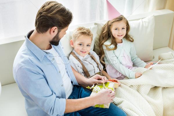Baba çocuklar hediyeler iki gülen oturma Stok fotoğraf © LightFieldStudios
