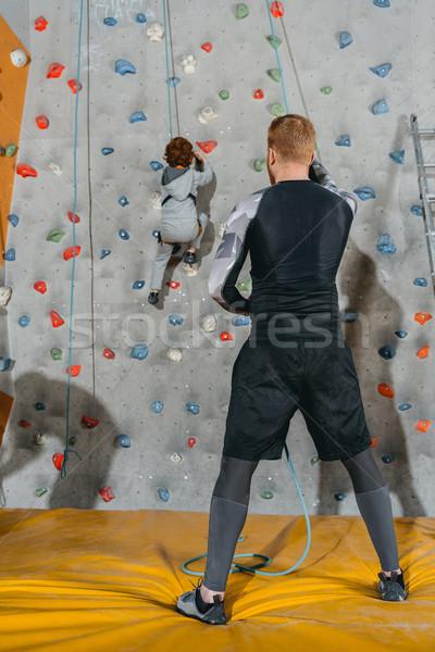 Stockfoto: Weinig · jongen · klimmen · muur · shot · gymnasium