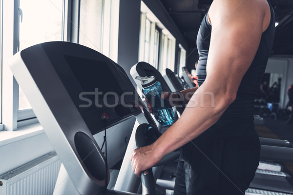 Man tredmolen shot veldfles gymnasium Stockfoto © LightFieldStudios