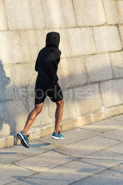 Sportoló fut fal hátulnézet sportos város Stock fotó © LightFieldStudios