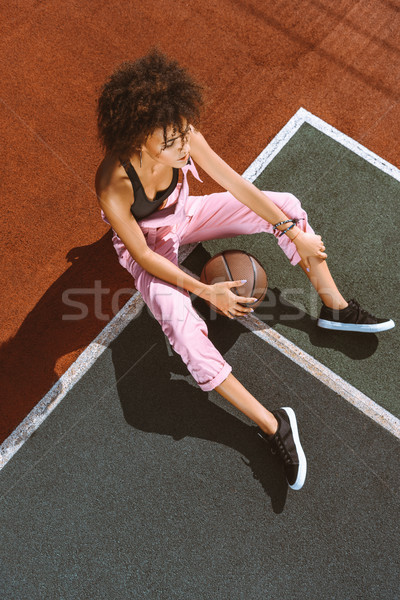Сток-фото: спортивных · суд · баскетбол · молодые · женщину · бюстгальтер