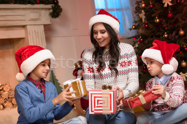 Stok fotoğraf: Mutlu · aile · Noel · hediyeler · mutlu · anne · sevimli