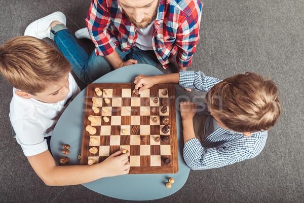Padre jugando ajedrez vista casa ninos Foto stock © LightFieldStudios