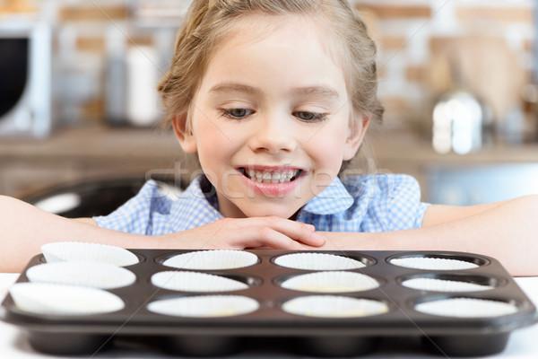 Bonitinho sorridente menina olhando forma Foto stock © LightFieldStudios