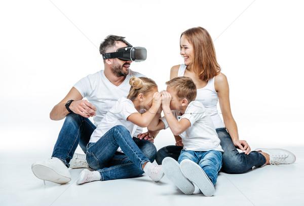 Uomo virtuale realtà auricolare famiglia donna Foto d'archivio © LightFieldStudios