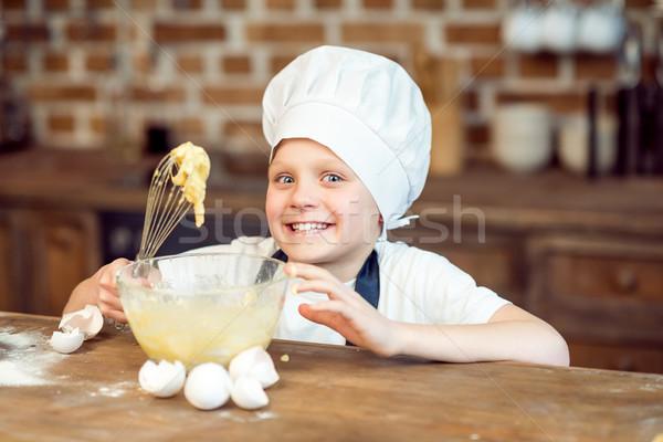Kicsi fiú szakács sapka készít sütik étel Stock fotó © LightFieldStudios