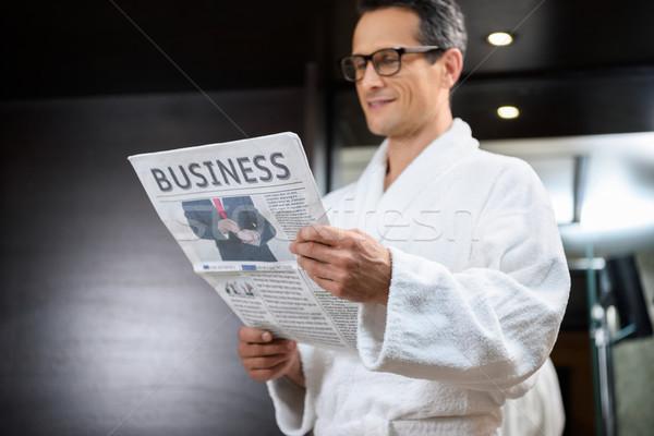 üzletember fürdőköpeny olvas újság visel üzlet Stock fotó © LightFieldStudios