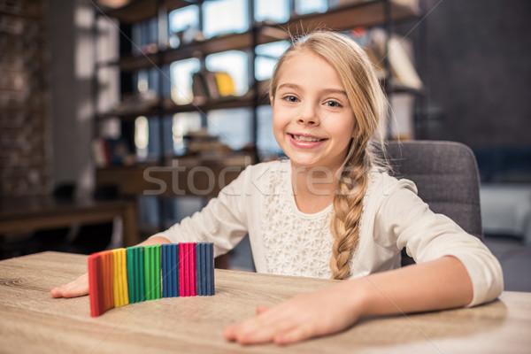 Meisje spelen mooie glimlachend kleurrijk houten tafel Stockfoto © LightFieldStudios