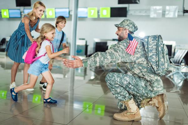 Stok fotoğraf: Aile · toplantı · baba · mutlu · aile · havaalanı