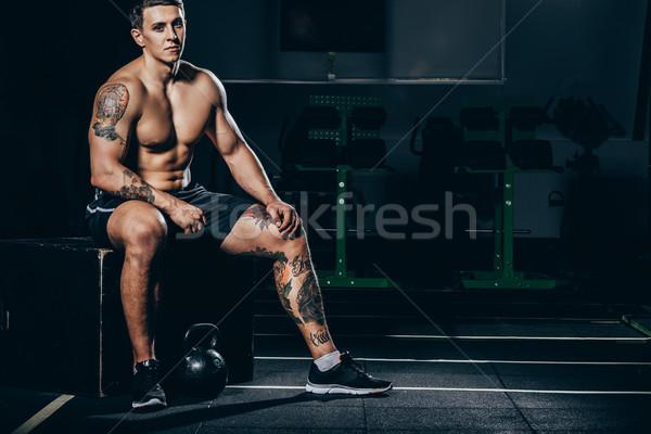 спортсмен рубашки молодые мышцы сидят спортзал Сток-фото © LightFieldStudios