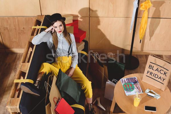 Fată odihna black friday cumpărături fata de fericit Imagine de stoc © LightFieldStudios