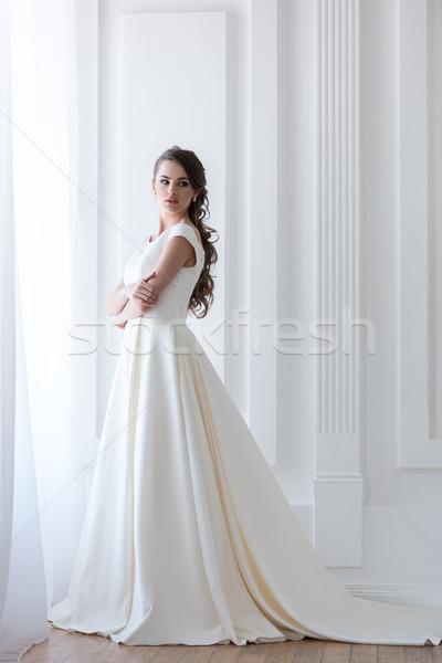красивой элегантный невеста белый подвенечное платье женщины Сток-фото © LightFieldStudios