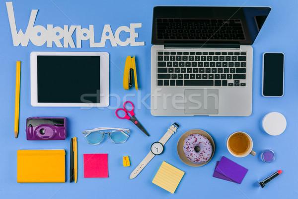Felső kilátás digitális eszközök felirat munkahely Stock fotó © LightFieldStudios