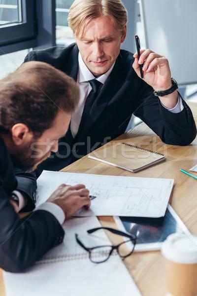 Stock fotó: üzletemberek · dolgozik · iroda · koncentrált · profi · együtt · dolgozni