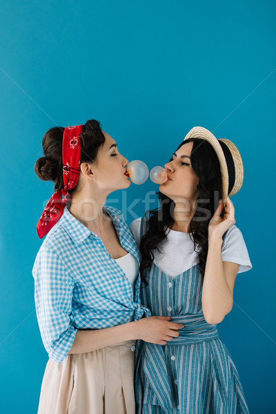 Multiculturele vrouwen bubble gom portret Stockfoto © LightFieldStudios
