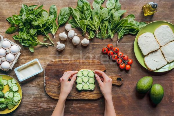 świeże toast śniadanie kobiet ręce Zdjęcia stock © LightFieldStudios
