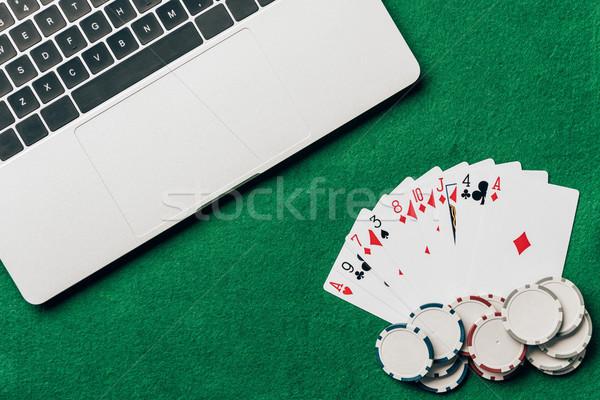 Kártyapakli sültkrumpli kaszinó asztal laptop számítógép Stock fotó © LightFieldStudios