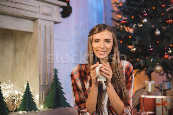 Donna Cup bevanda calda ritratto donna sorridente mani Foto d'archivio © LightFieldStudios