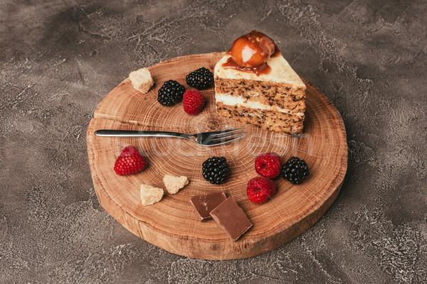 Darab finom torta csokoládé friss bogyók Stock fotó © LightFieldStudios