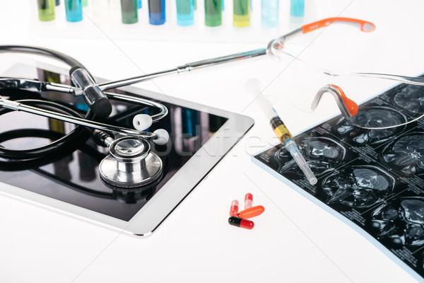 Ver equipamentos médicos comprimido raio x quadro Foto stock © LightFieldStudios