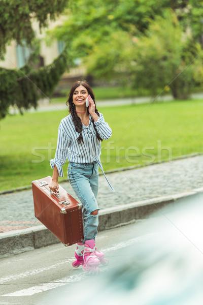 Сток-фото: девушки · коньки · смартфон · чемодан · счастливым