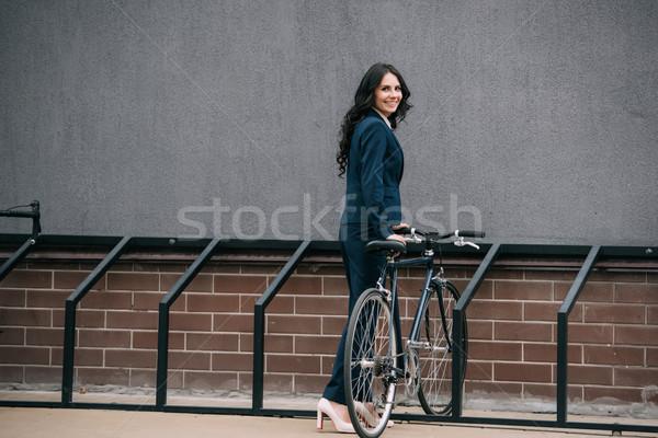 Femme d'affaires parking vélo heureux jeunes extérieur Photo stock © LightFieldStudios